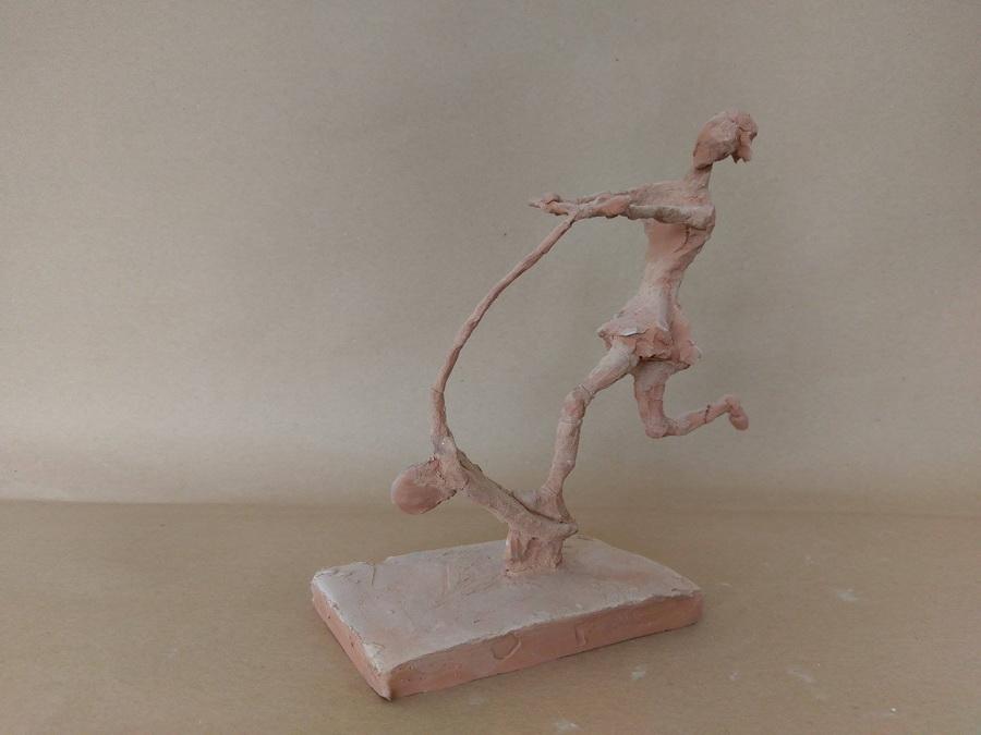 FRANČESKA PILIĆ - Djevojčica na romobilu, 2015., skulptura: terakota, 20x20x10cm