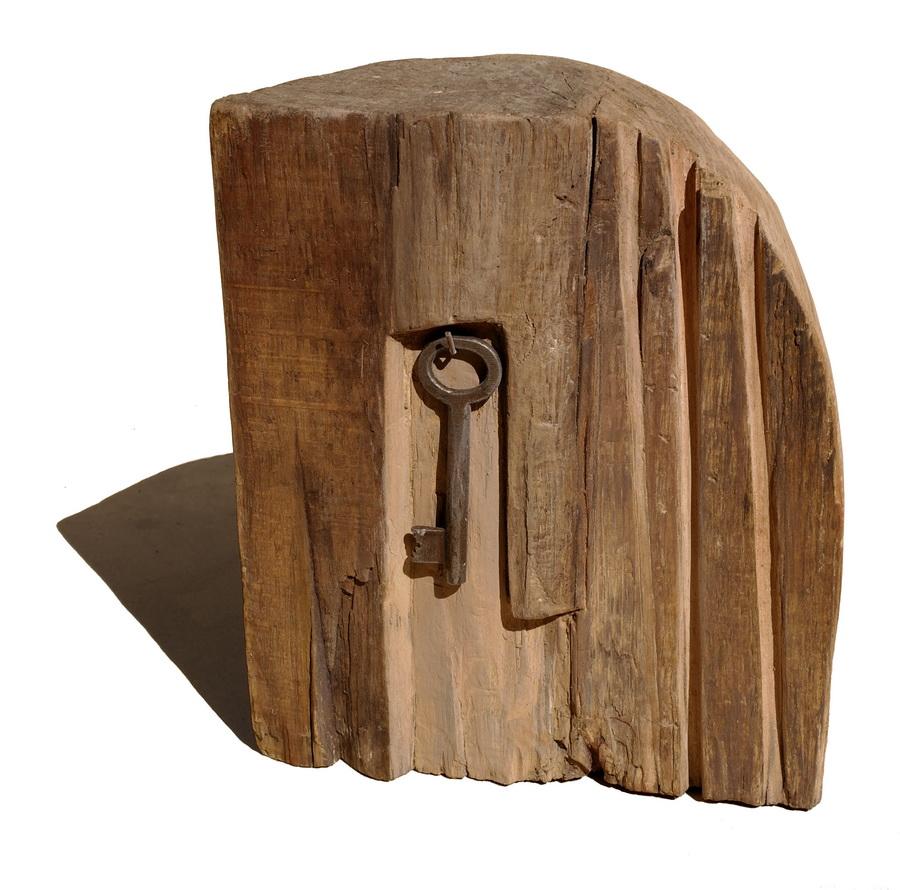 KARIN GRENC - Ključ, 2016., skulptura: drvo/metalni ključ, 22x19x11cm
